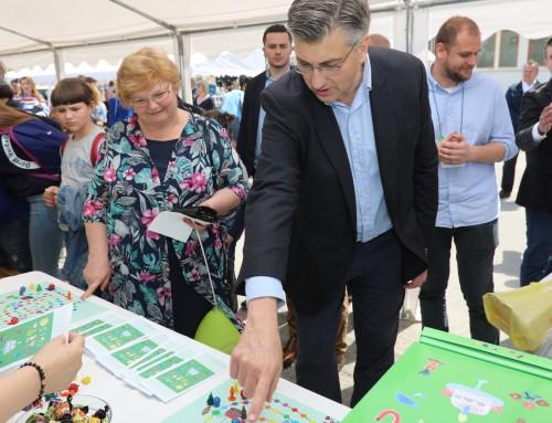 Premijer Andrej Plenković s kćeri posjetio 6. Festival igračaka u Ivanić-Gradu