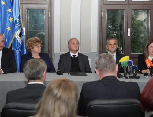 Ministrica Nada Murganić i ministri Goran Marić i Dražen Bošnjaković u Ivanić-Gradu dodijelili zgradu Centru za socijalnu skrb