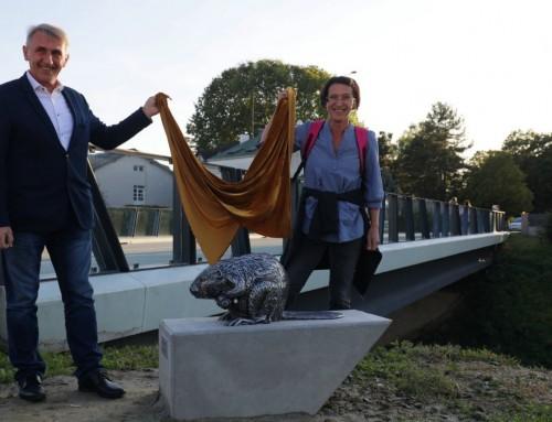Šetnicu krasi skulptura dabra