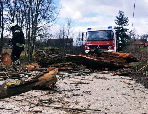 Vatrogasci saniraju posljedice nevremena u nekoliko županija